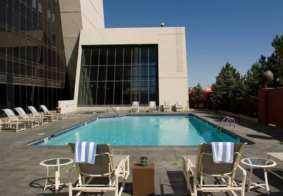 Renaissance Denver Stapleton Hotel: Outdoor Pool