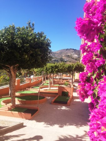 Playacalida Spa Hotel: Zona mini golf