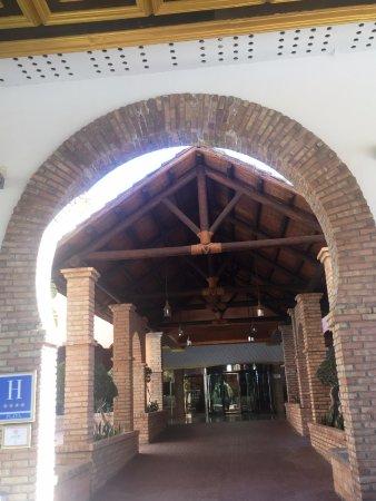 Playacalida Spa Hotel: Entrada del hotel