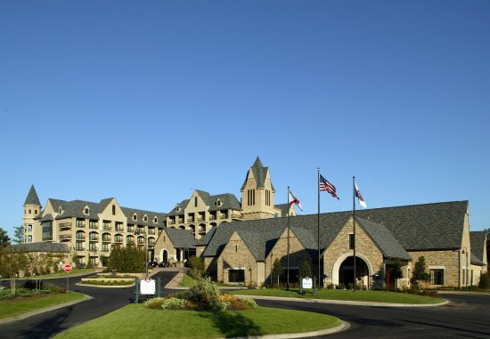 Renaissance Birmingham Ross Bridge Golf Resort & Spa: Exterior Approach