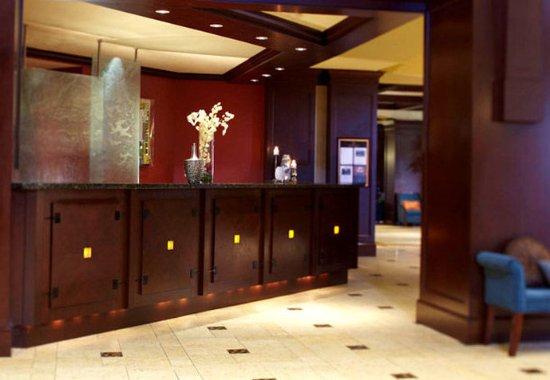 Renaissance Birmingham Ross Bridge Golf Resort & Spa: Front Desk