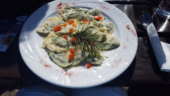 Badia, Italy: Ravioli with pine at Rifugio Lee