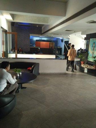 Hotel Samrat : Restaurant and view from room at Samrat