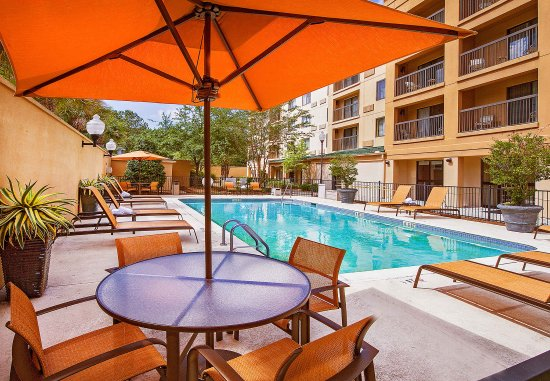 Courtyard North Charleston Airport/Coliseum: Outdoor Pool