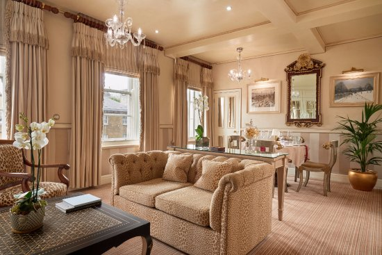 The Rubens at the Palace: The Master Suite Lounge