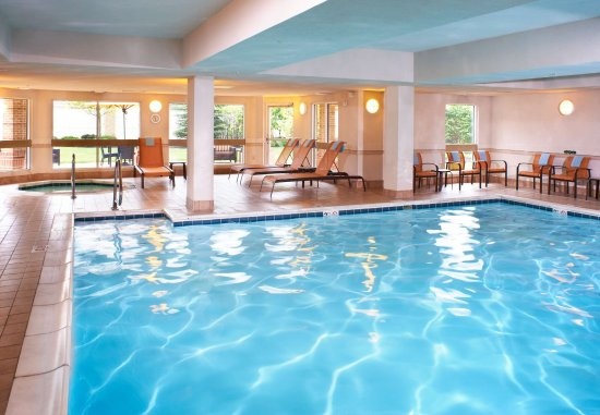 Middleburg Heights, OH: Indoor Pool & Hot Tub