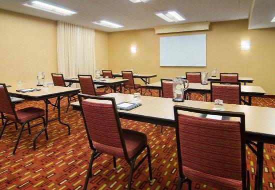 Courtyard Charlotte Arrowood: Meeting Room   Classroom Setup