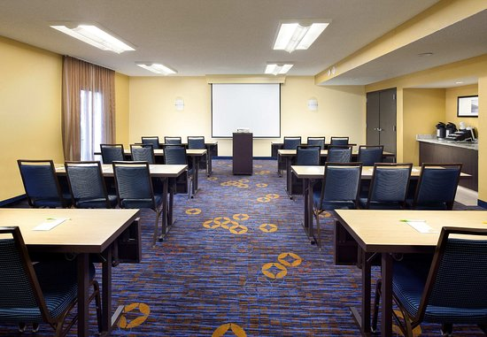 Courtyard Fort Myers Cape Coral: Meeting Room   Classroom Setup