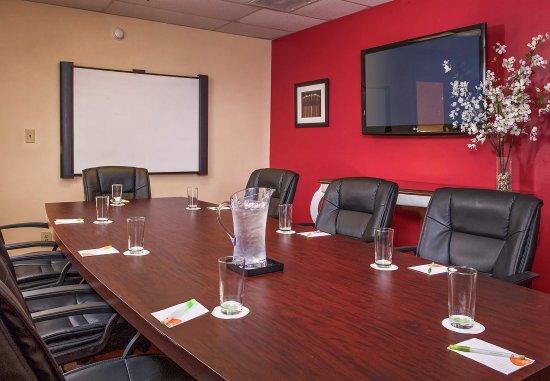 Hampton, VA: Boardroom