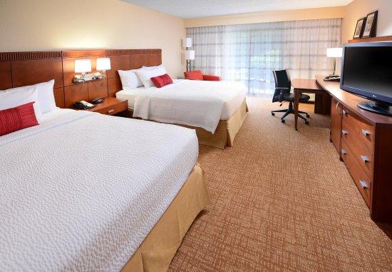 Irving, TX: Queen/Queen Guest Room