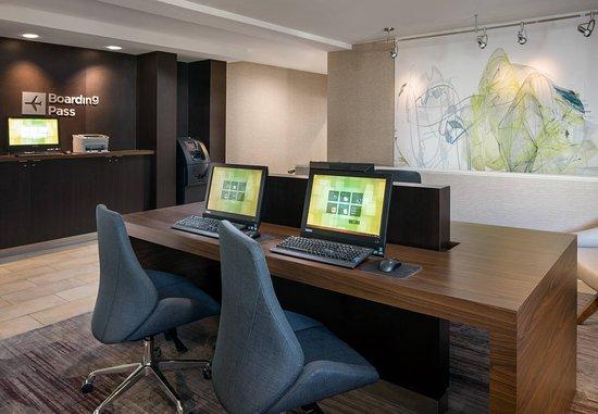 Larkspur, CA: Business Center