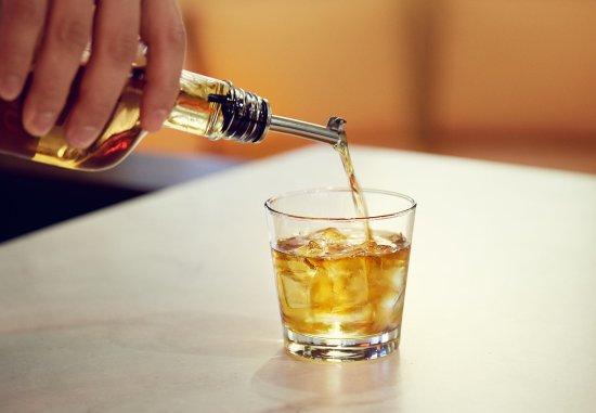 Larkspur, CA: Liquor
