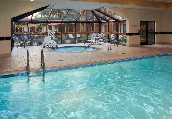 Courtyard Lexington North: Indoor Pool & Whirlpool