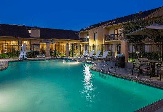 นอร์ครอส, จอร์เจีย: Outdoor Pool