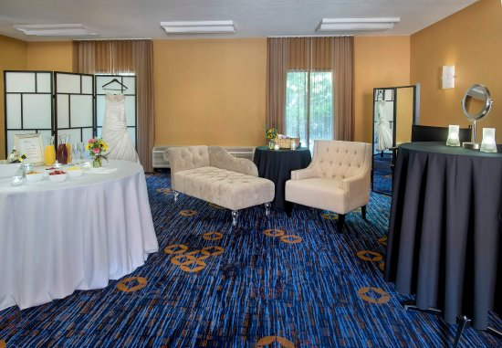 Courtyard Boston Andover: Bridal Dressing Room
