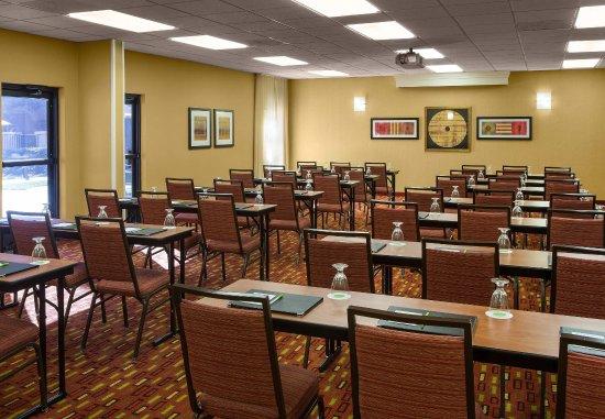 Courtyard Sacramento Airport Natomas: American River Meeting Room   Classroom Setup