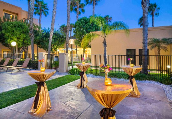 Courtyard Los Angeles Torrance/South Bay: Outdoor Event Space