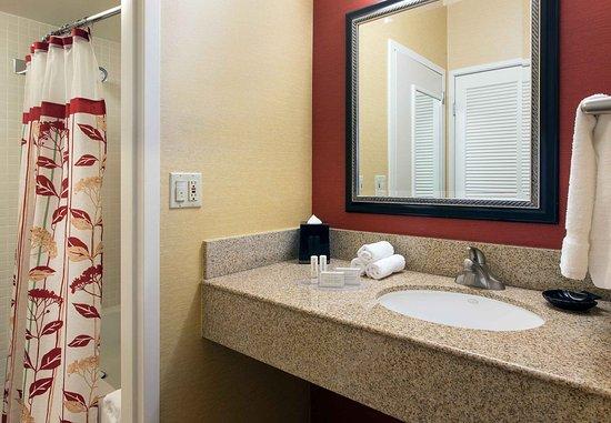 Laguna Hills, CA: Suite Bathroom