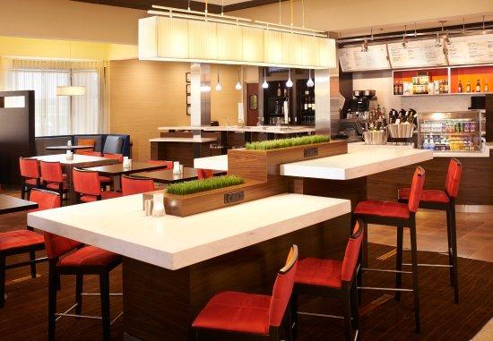 Arlington Heights, إلينوي: Communal Table