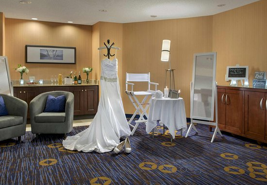 Tinton Falls, NJ: Bridal Suite