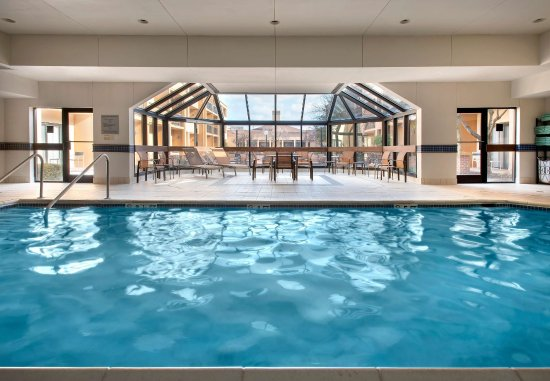 Courtyard Hanover Whippany: Indoor Pool