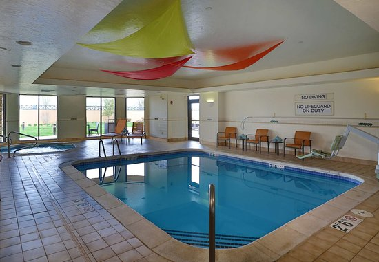 Courtyard Springfield Airport: Indoor Pool & Whirlpool