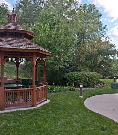 Courtyard Colorado Springs South: Outdoor Path