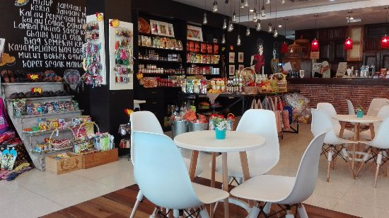 Kuala Perlis, Malezya: Art Cafe Style Concept that offers varieties of local products, coffee,  pastries and crafts  ☎