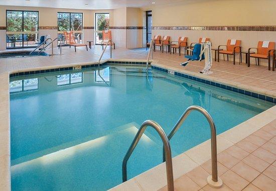 Brown Deer, Wisconsin: Indoor Pool and Hot Tub