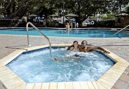 Courtyard Cocoa Beach Cape Canaveral: Outdoor Pool & Spa
