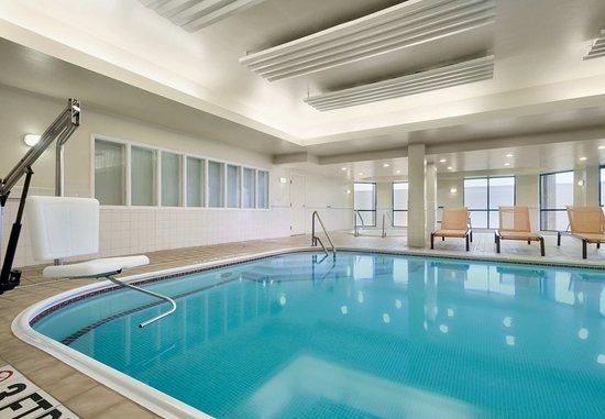 Beavercreek, OH: Indoor Pool and Spa
