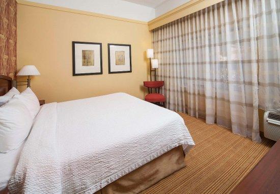 Valdosta, GA: King Suite