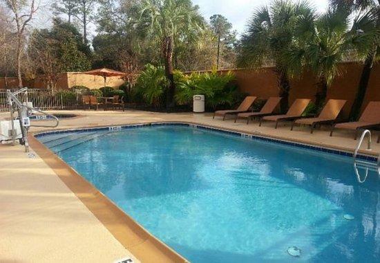 Valdosta, GA: Outdoor Pool & Whirlpool