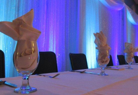 มัวร์เฮด, มินนิโซตา: Wedding - Details