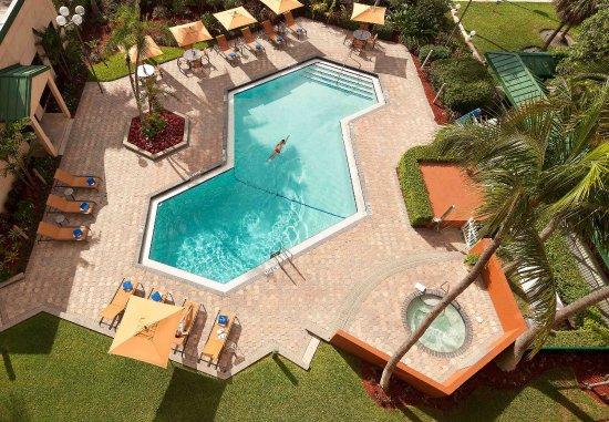 Courtyard Fort Lauderdale East: Outdoor Pool