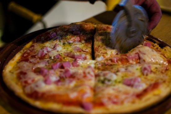Al Capone Ristorante: Pizzas artesanas al horno de leña.