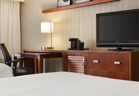 Champaign, IL: Queen/Queen Guest Room - Amenities