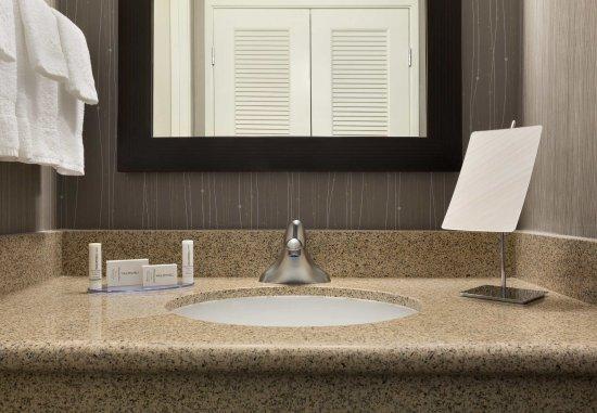 Champaign, IL: Guest Bathroom