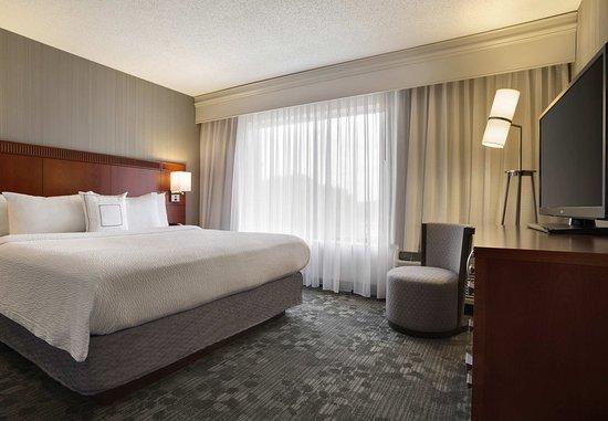 Champaign, IL: King Suite