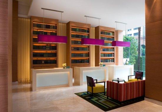 Courtyard by Marriott Bangkok: Lobby Front Desks
