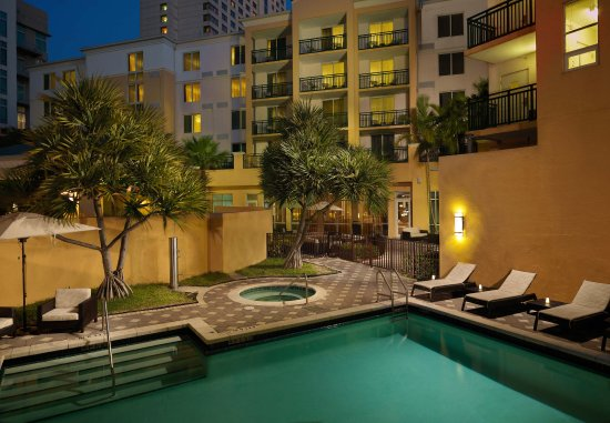 Courtyard Miami Dadeland: Outdoor Pool