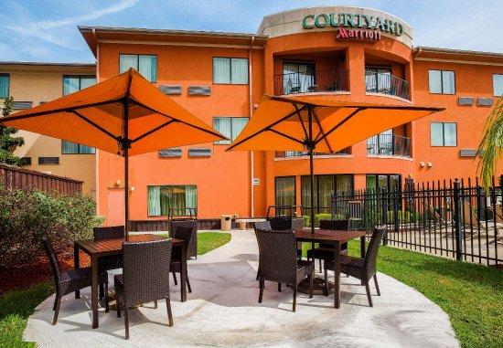 Courtyard Corpus Christi: Outdoor Patio