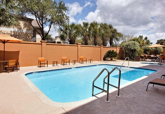 Courtyard Gainesville: Outdoor Pool