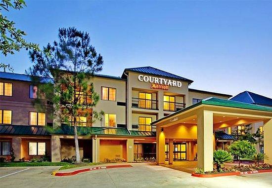 休斯頓庭院伍德蘭酒店