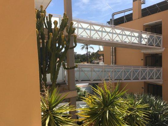 Terralta Apartamentos Turisticos: Walkways and view towards the pool