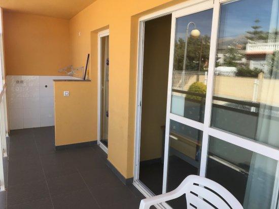 Terralta Apartamentos Turisticos: Decent size balcony with evening sunshine