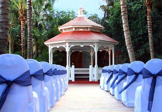 Courtyard Fort Lauderdale North/Cypress Creek: Outdoor Wedding Gazebo
