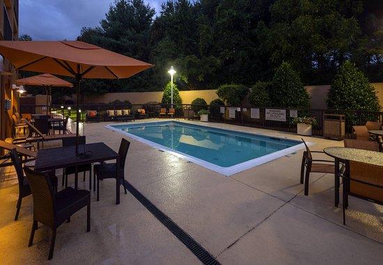 Courtyard Winston-Salem Hanes Mall: Outdoor Pool