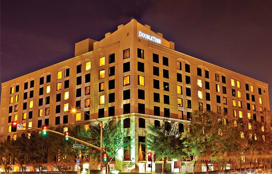 DoubleTree by Hilton Hotel Santa Ana - Orange County Airport: Hotel Exterior