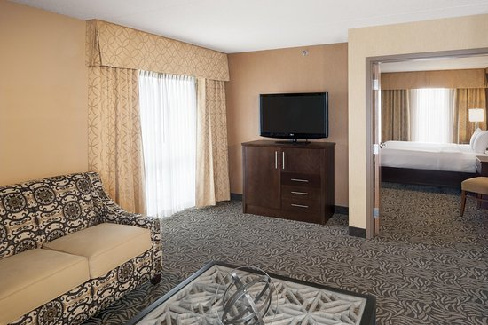 Bay City, MI: One King Bed Suite